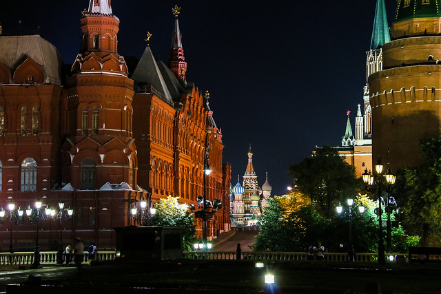 Saint Basil's Cathedral view from Manezhnaya Square, Moscow モスクワ、マネージ広場から見た赤の広場
