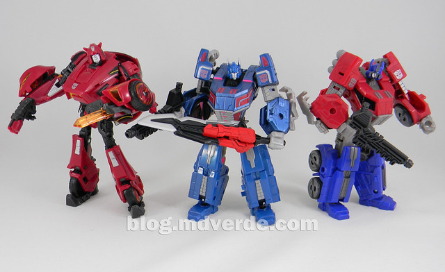 Transformers Ultra Magnus Deluxe - Transformers Generations Fall of Cybertron - modo robot vs Cliffjumper vs Optimus