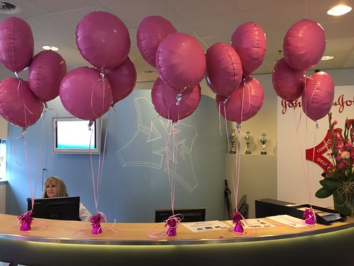 Tafeldecoratie 3ballonnen Folieballonnen Pink Ribbon Mentor Medical Systems Leiden