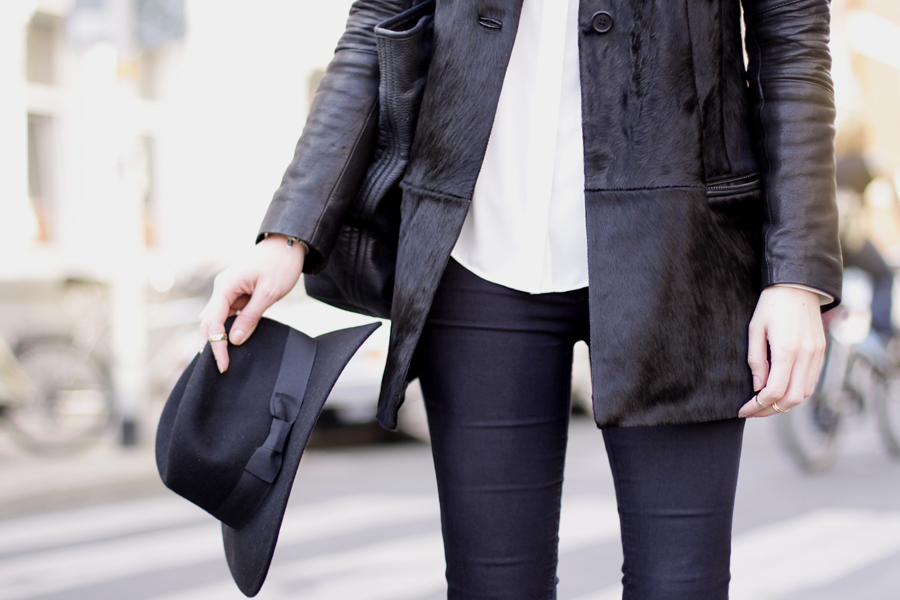 Muubaa coat black hat ootd outfit fall autumn styling dark cool city look cats & dogs ricarda schernus 2