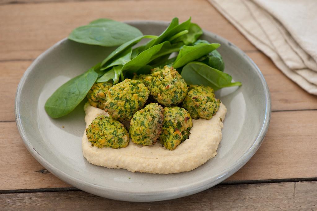 falafels with hummus-2