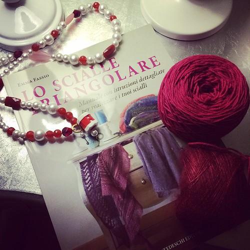 Pronta ad avviare uno scialle:) Ready to cast on a shawl :)