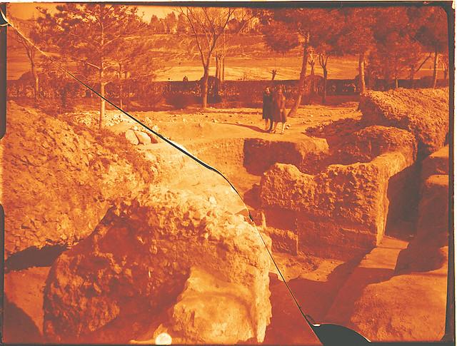 Excavaciones en el circo romano de Toledo a comienzos del siglo XX. Fotografía de Pedro Román Martínez © Fondo Rodríguez de la JCCM, Archivo Histórico Provincial de Toledo. Signatura R-129-2-18-fragmento