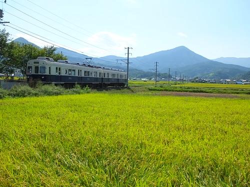旧「まるまどりーむMimaki」号。舞田駅にて2014年9月撮影