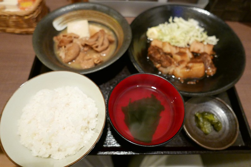 池袋UOKぶたの角煮定食+もつ煮豆腐皿ハーフセット
