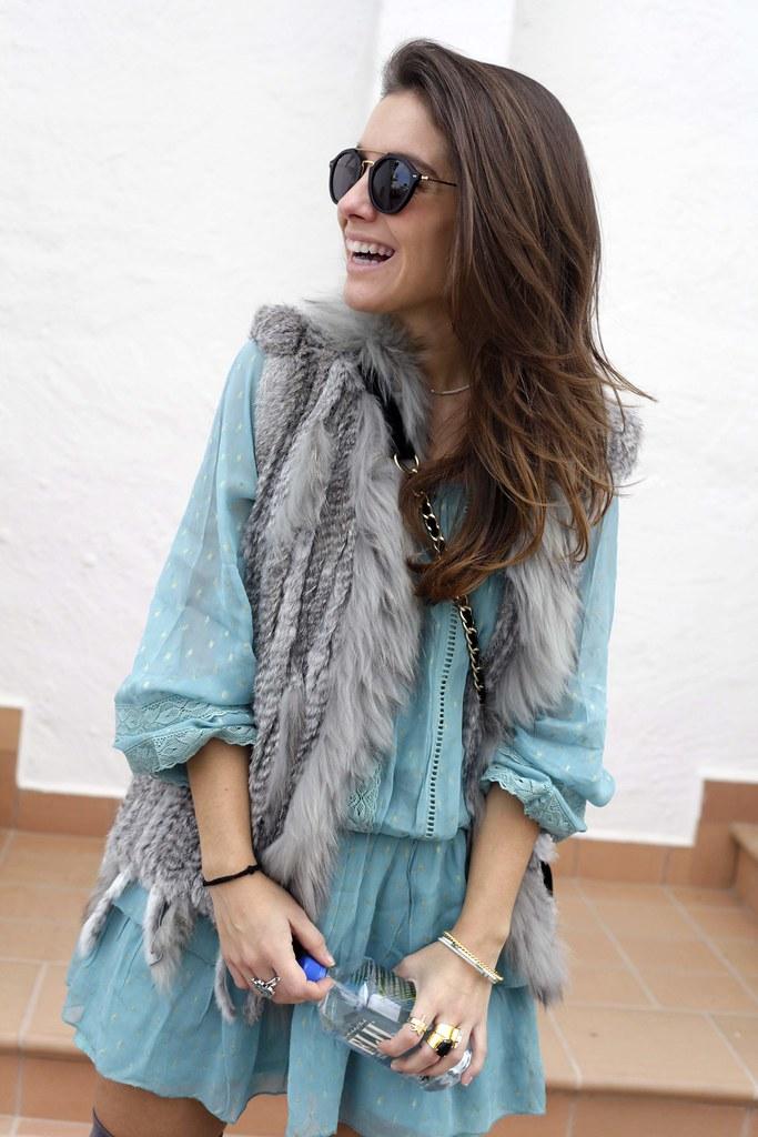 08_vestido_turquesa_y_botas_altas_girses_casual_look_theguestgirl_fashion_blogger_barcelona