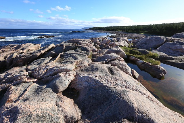 Metamorphic rocks green cove coastal landscape cabot trail for Landscaping rocks canada