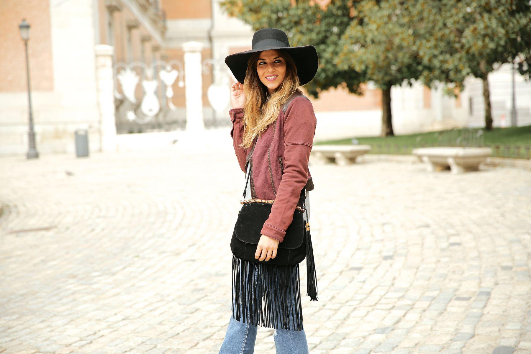 trendy_taste-look-outfit-street_style-ootd-blog-blogger-fashion_spain-moda_españa-AD-adolfo_dominguez-amaia_salamanca-boho-hippie-sombrero-hat-biker-flecos-fringes-5