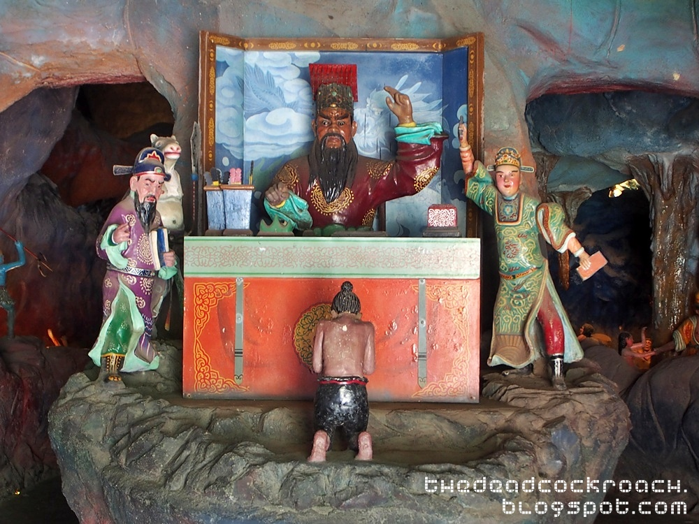 aw boon haw, aw boon par, chinese values, folklore, haw par villa, mythology, sculptures, statues, ten courts of hell, tiger balm, tiger balm garden, 虎豹别墅, singapore, where to go in singapore,first court of hell,yama,king qinguang