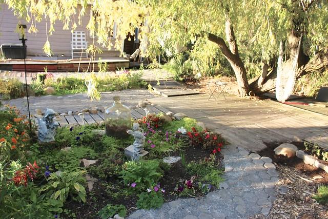 river-garden-patio