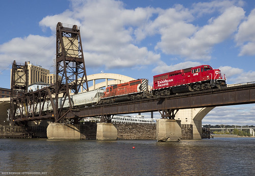 bridge mississippiriver freighttrain liftbridge emdgp20ceco roberstreetliftbridge cp2216