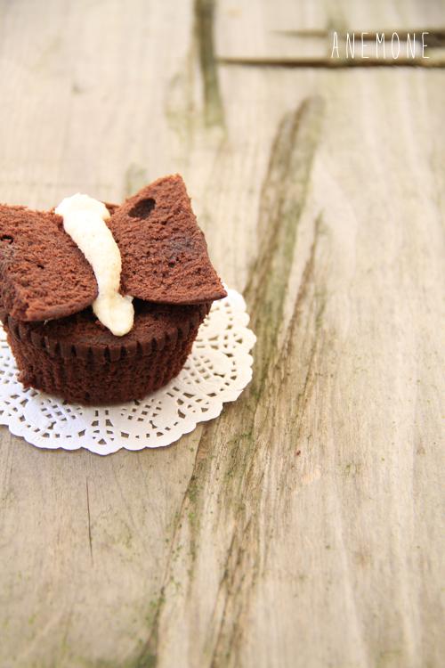 Butterfly cupcakes: cupcakes al cioccolato con cream cheese frosting al cocco