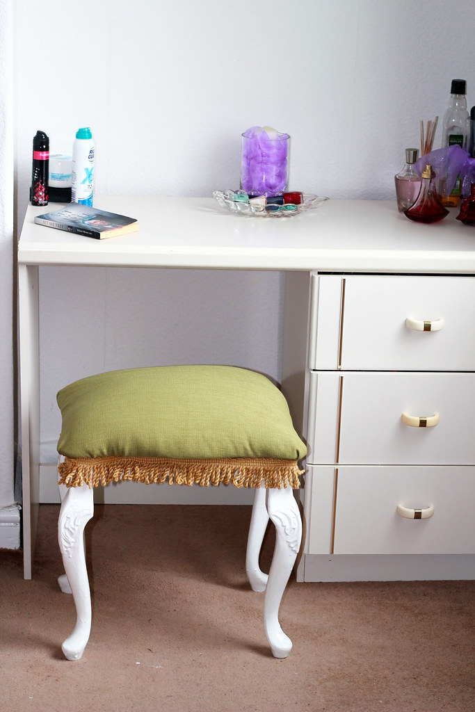 how-to-make-a-Dressing-Table-Stool
