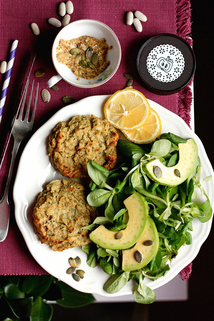 Cauliflower patties with millet and cannellini beans