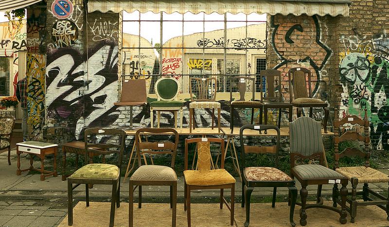Flohmarkt RAW alte Stühle
