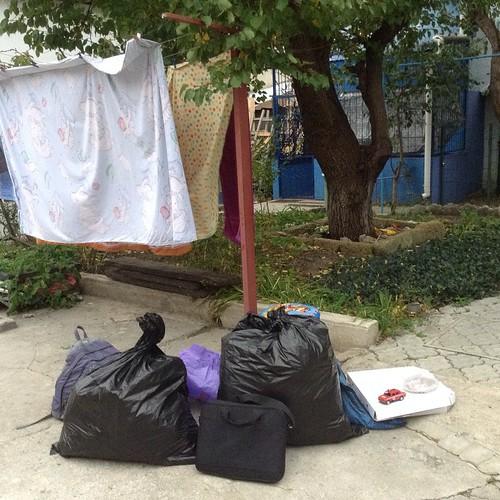 Самый удобный чемодан на недальнее расстояние - это строительный мешок))) поехали домой!!! #евпатория