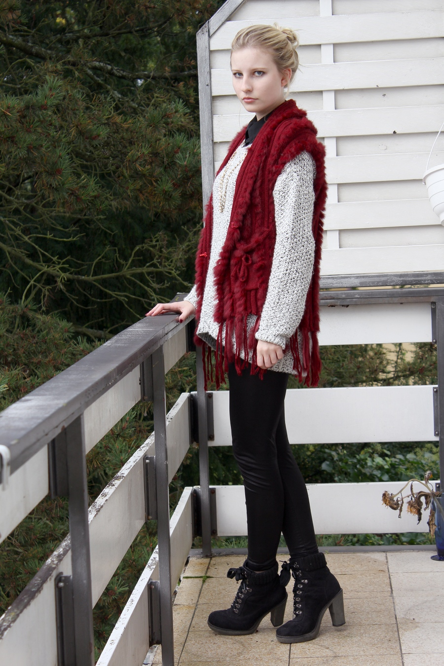 outfit-university-red-white-black-heels-skinny-cozy-esprit-fur