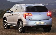 toyota(0.0), mitsubishi(0.0), compact car(0.0), citroã«n c3(0.0), automobile(1.0), automotive exterior(1.0), citroã«n(1.0), sport utility vehicle(1.0), family car(1.0), vehicle(1.0), compact sport utility vehicle(1.0), citroã«n c4(1.0), bumper(1.0), land vehicle(1.0), hatchback(1.0),