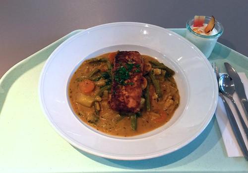 Marinated tofu on ginger curry vegetables / Mariniert gebratener Tofu auf Ingwer-Currygemüse