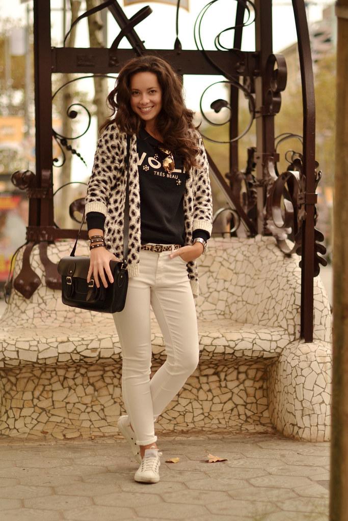 Acierta con el estampado de leopardo en tu look casual