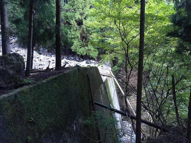 秣の滝 登山道 砂防ダム3