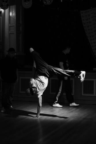 Grunn! byr på halsbrekkande breakdance til felespel.