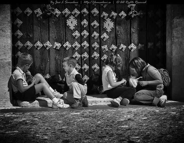 Niños en la Puerta de Santa Ana