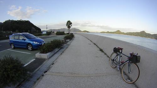ワゴンと自転車