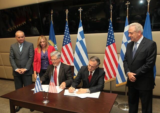 Με τον διευθύνοντα σύμβουλο των ΕΑΣ, Σωτήρη Χριστογιάννη και τον αντιπρόεδρο της Lockheed Martin, Joe Lee Garlant