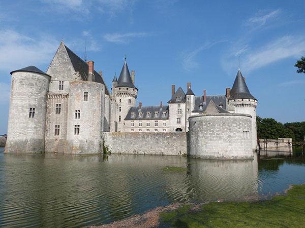 sully sur loire le château