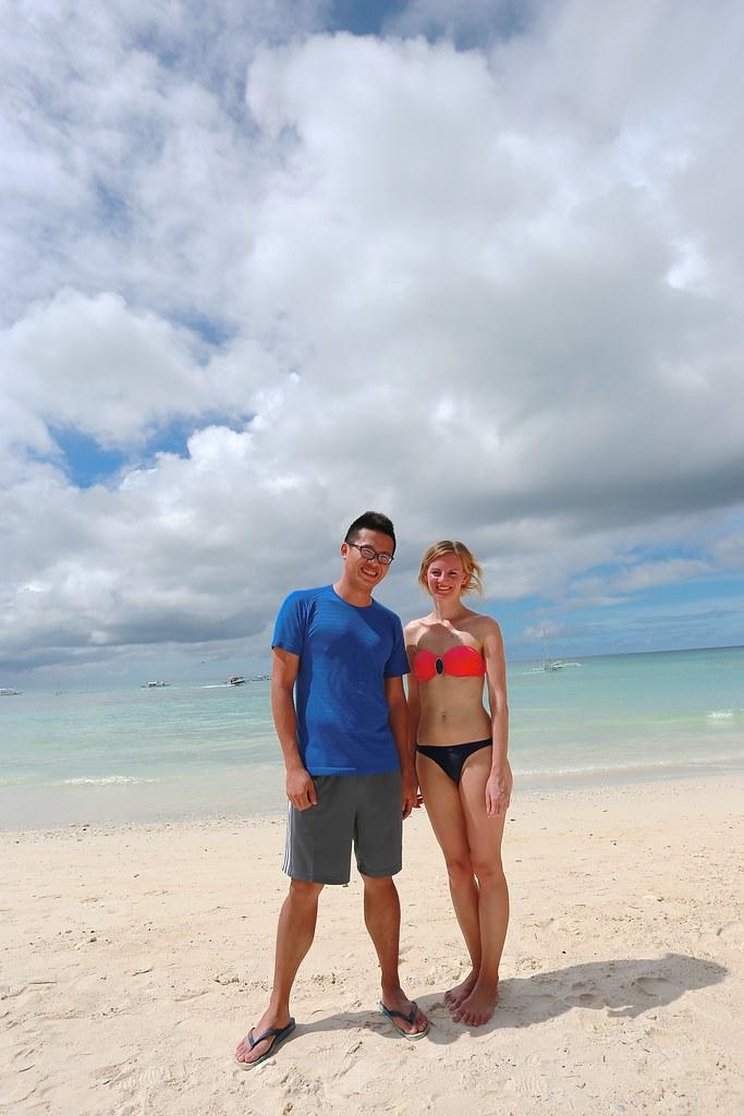 朋友與外國美女合照(其實是我想跟她拍照!)   17.海灘一角   18.