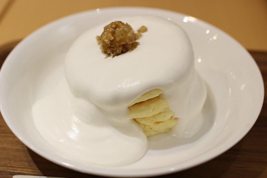 銀座のジンジャー_濃厚ミルクソースのジンジャーパンケーキ