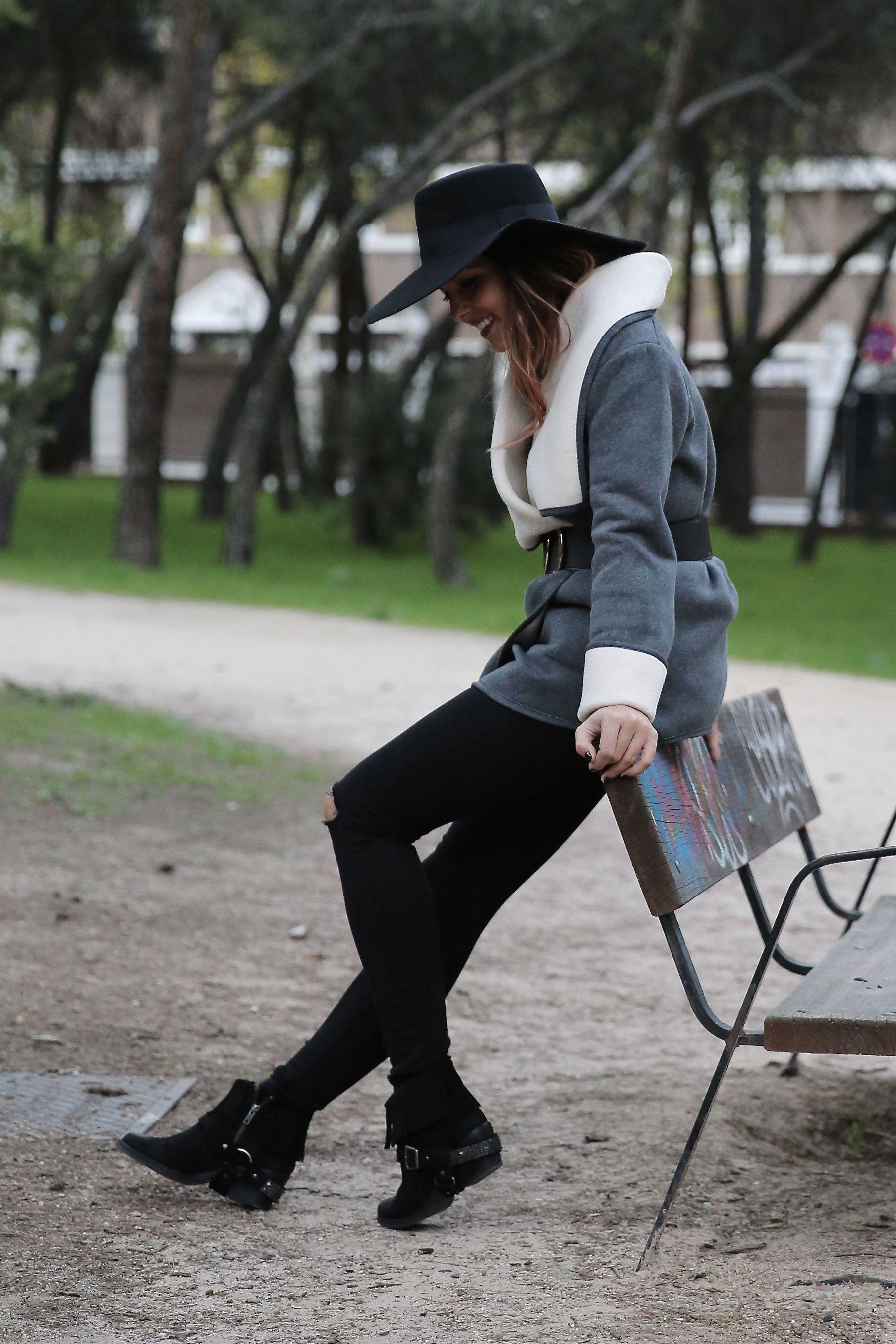 trendy_taste-look-outfit-street_style-ootd-blog-blogger-fashion_spain-moda_españa-abrigo_borrego-borreguillo-otoño-frio-cold-hat-sombrero-boho-hippie-steve_madden-skinny_jeans-pitillos-fall-6