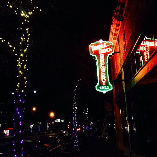 Walking Home #beautifulberkeley #localbrew #neon #holidaylights