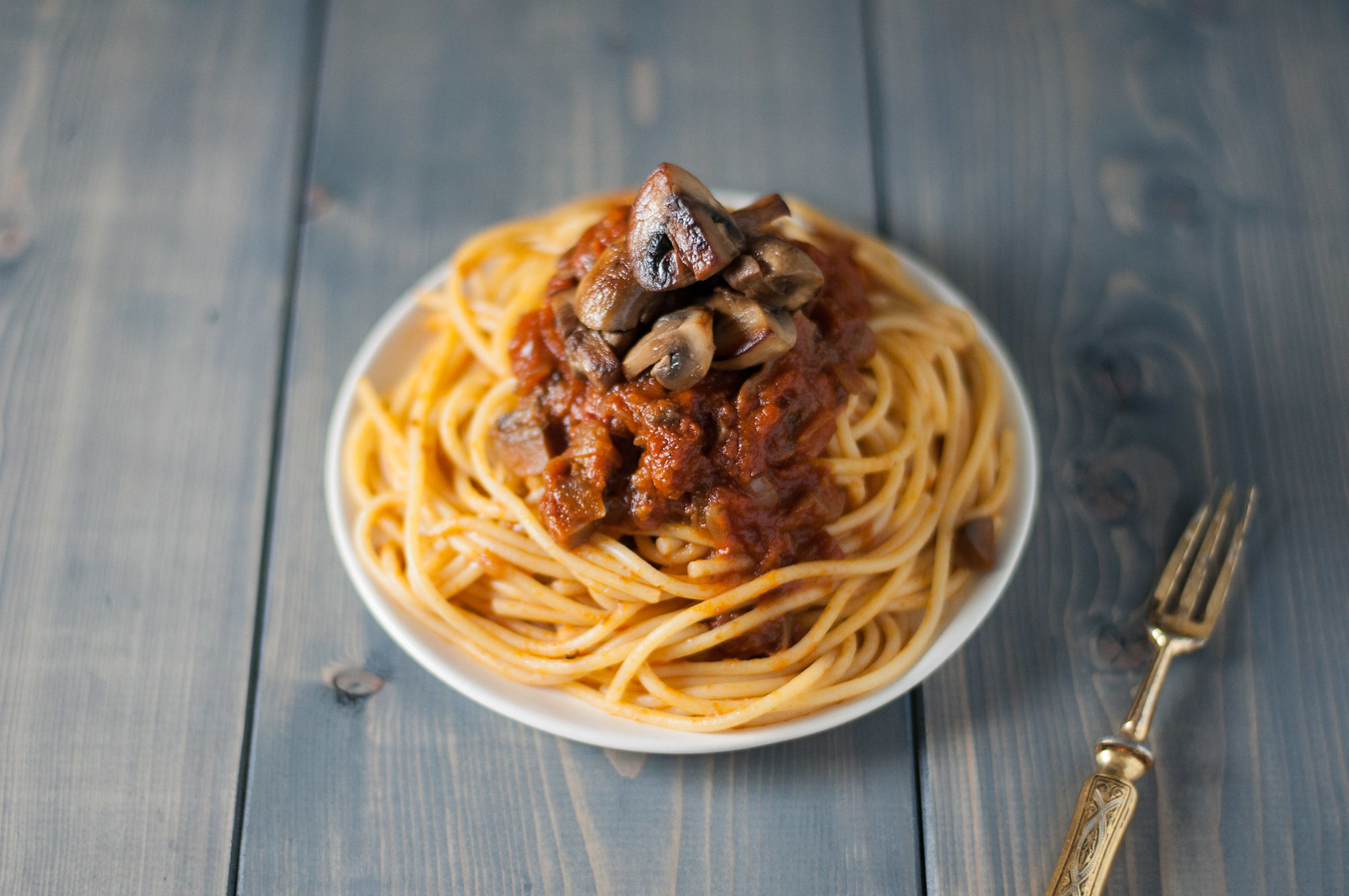 Spaghetti pile with mushrooms