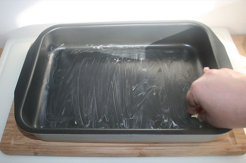 17 - Auflaufform ausfetten / Grease casserole