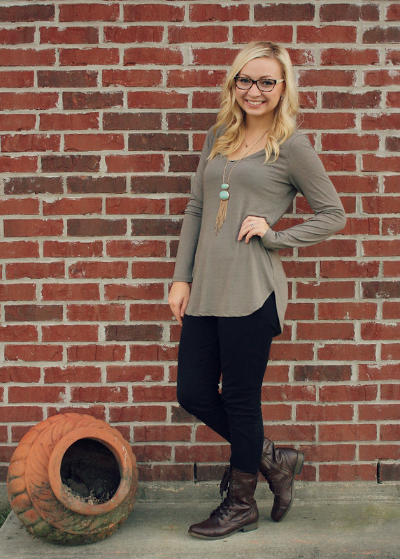 fall-outfit-with-combat-boots