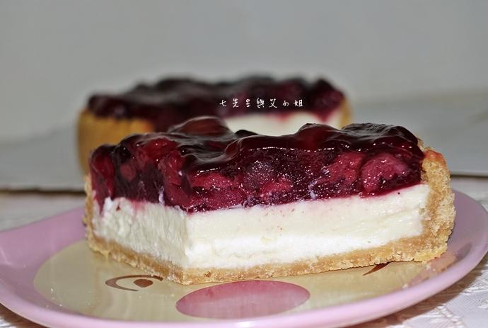 15 法國的秘密甜點諾曼地牛奶蛋糕北海道生淇淋捲森林莓果佐起士