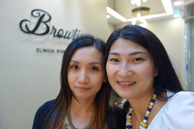 A selfie with Estella, who was there with me to extend her lashes too!