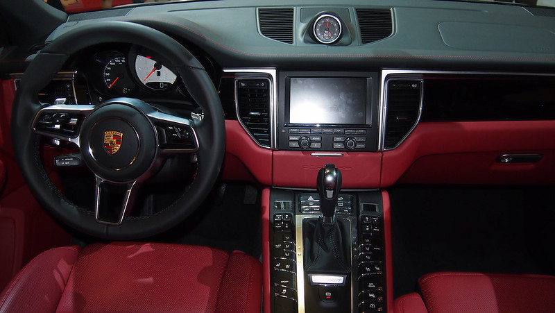 porsche macan black red interior. Black Bedroom Furniture Sets. Home Design Ideas