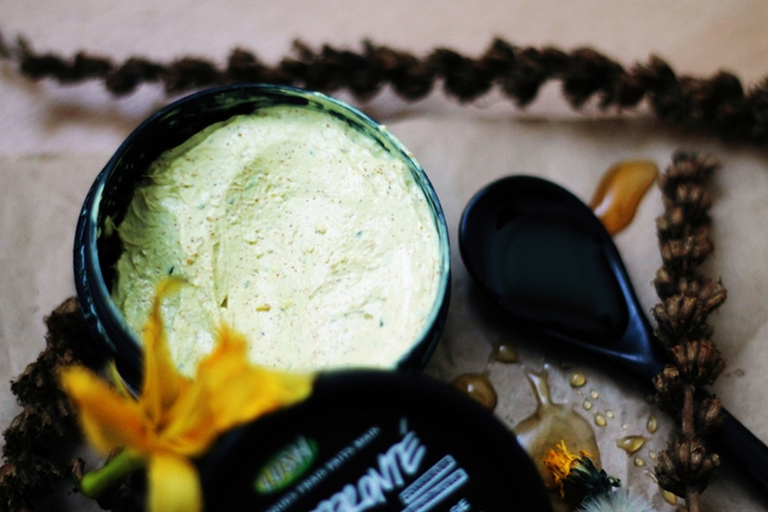 Lush Brazened Honey Review, Lush Fresh Face Mask, Lush Miel Effronté
