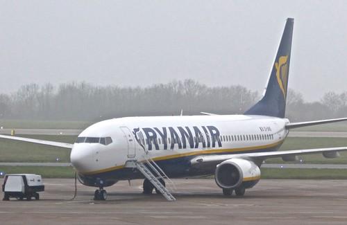 EI-DHS 'Ryanair' Boeing 737-8AS on 'Dennis Basford's railsroadsrunways.blogspot.co.uk'