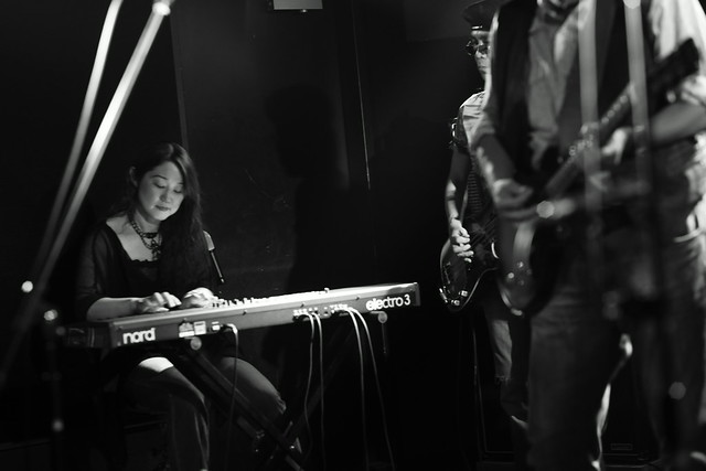 O.E. Gallagher live at 獅子王, Tokyo, 13 Oct 2014 - jam with Stevie. 425