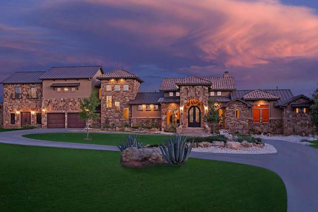 Choosing Lake Travis Custom Home Builders