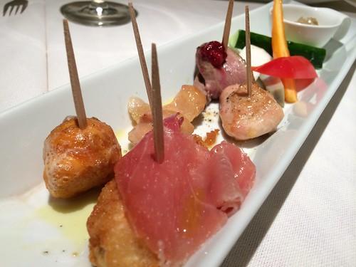 本日の焼き鳥盛り合わせと江戸野菜のバーニャカウダ@アントニオ デル ポライオーロ