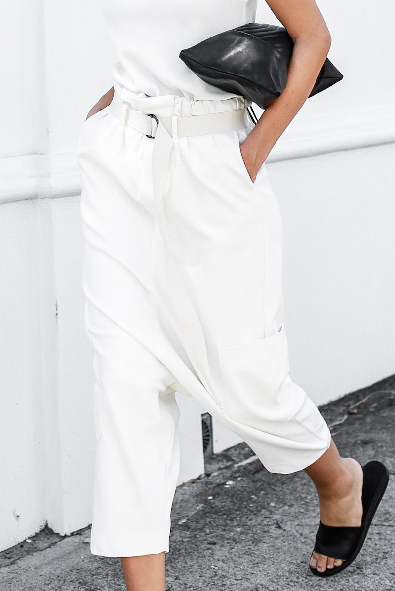 modern legacy fashion blog Bassike slouch pant all white outfit street style Camilla and Marc MONDEFILE slide sandals (2 of 6)