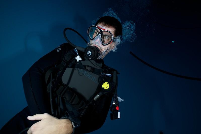 Indoor Diving avec le 15 mm Nikonos 15148362513_99b2ed816e_c