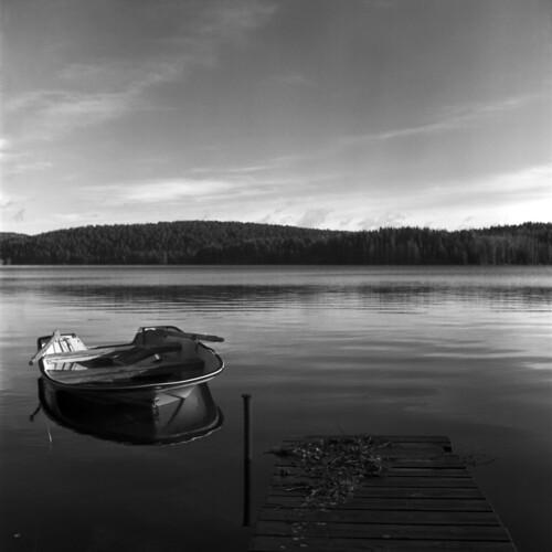 blackandwhite lake 6x6 tlr mediumformat square mf tmax400 xenar xtol rolleicord filmphotography rolleicordiv filmisnotdead believeinfilm