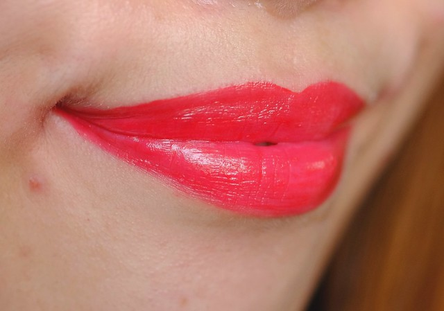 Rimmel Show Off Lip Lacquer Big Bang lip swatch