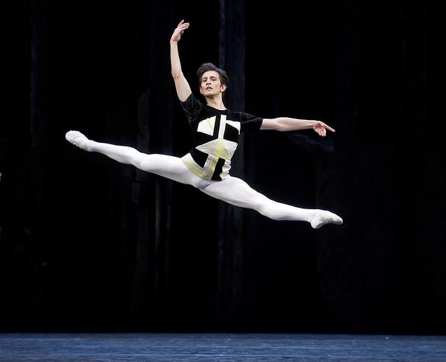 Valentino Zucchetti in Scènes de ballet © ROH/Tristram Kenton 2014